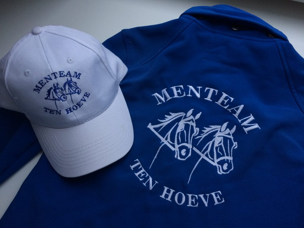 Equestrian sports, sponsoring, fleece jackets and caps with text and logo, by ZijHaven3, borduurstudio Lemmer
