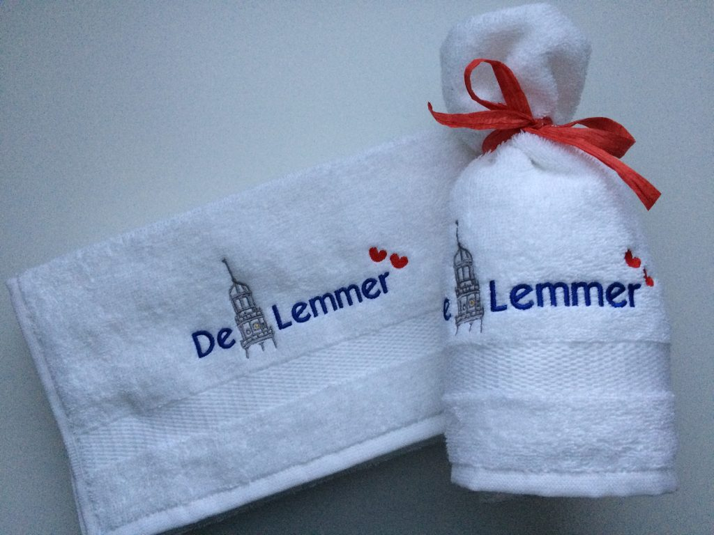 Gift idea, towels with text and logo in gift box, by ZijHaven3, borduurstudio Lemmer