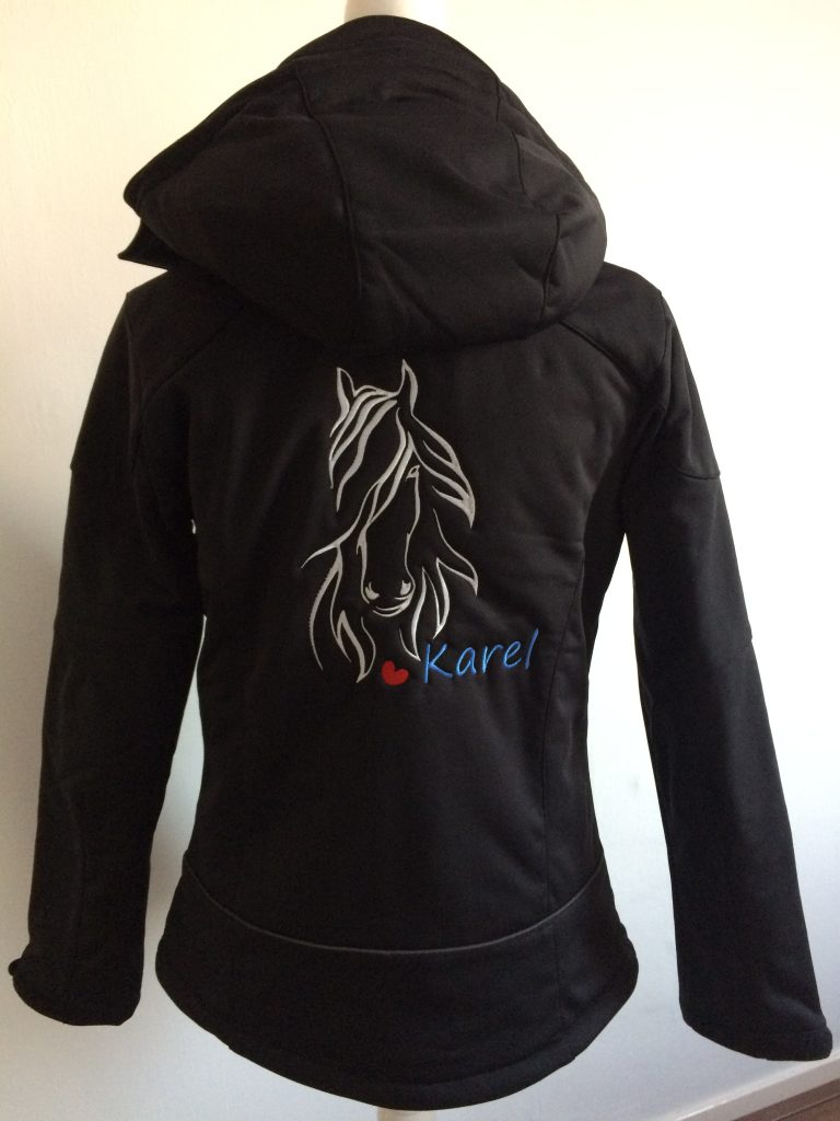 Equestrian sport, sofshell, personalised with logo and name on the back, by ZijHaven3, borduurstudio Lemmer