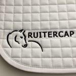 Paardensport, sjabrakken borduren met bedrijfslogo, Ruitercap, door ZijHaven3, borduurstudio Lemmer