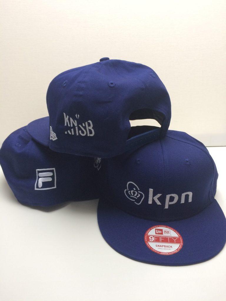 Sponsorkleding, caps, voor Sjinkie Knegt, door ZijHaven3, borduurstudio Lemmer