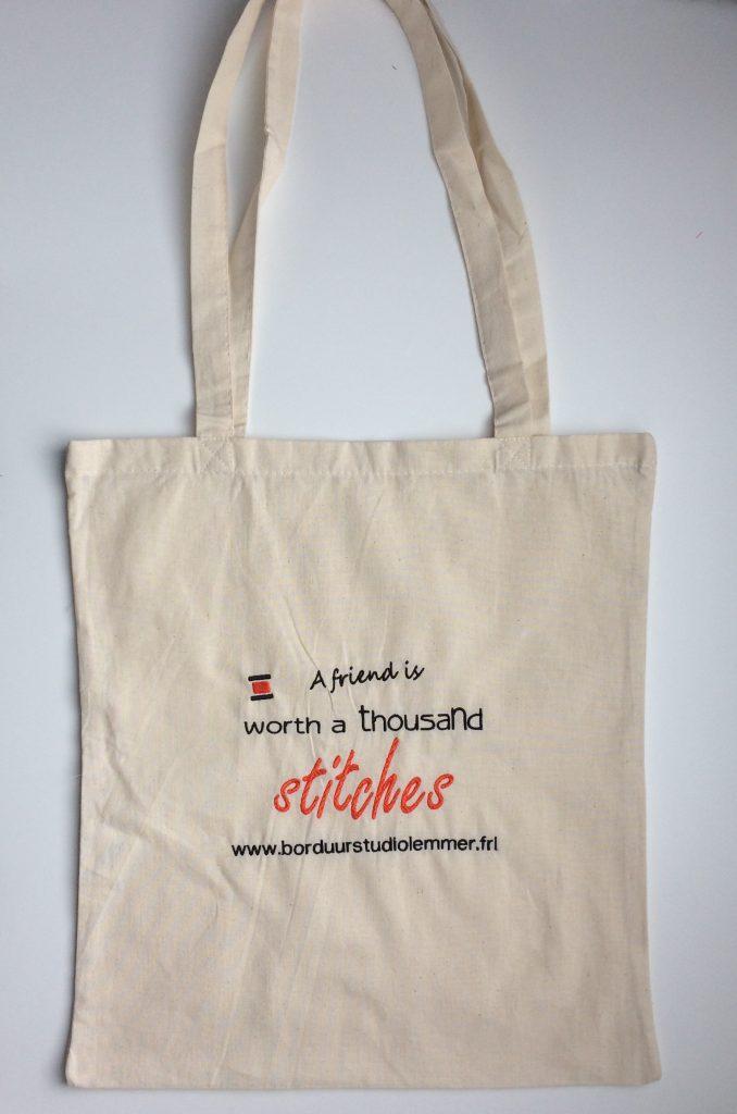 Trendy, tassen met tekst, door ZijHaven3, borduurstudio Lemmer