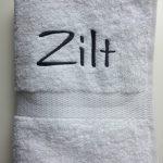 Cadeau idee, handdoek met bootnaam, door ZijHaven3, borduurstudio Lemmer