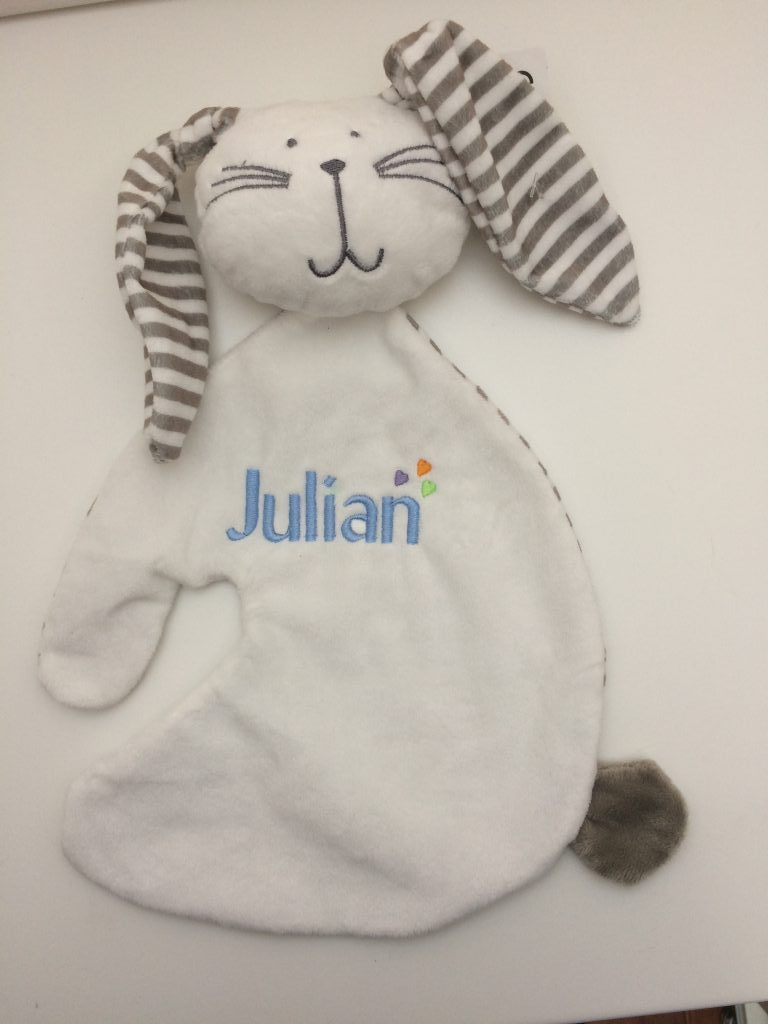 Gift idea, childs toy with embroidered name, by ZijHaven3, borduurstudio Lemmer