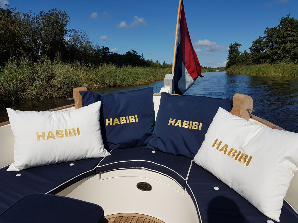 Watersport, boat cushions embroidered with boat name, by ZijHaven3, borduurstudio Lemmer