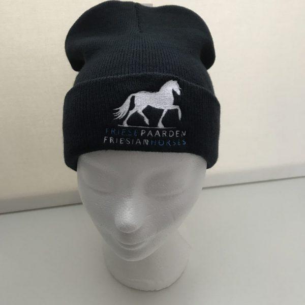 Paardensport, Voorbeeld muts met logo van Friese Paarden / Friesian Horses, van ZijHaven3,bordurrstudio Lemmer