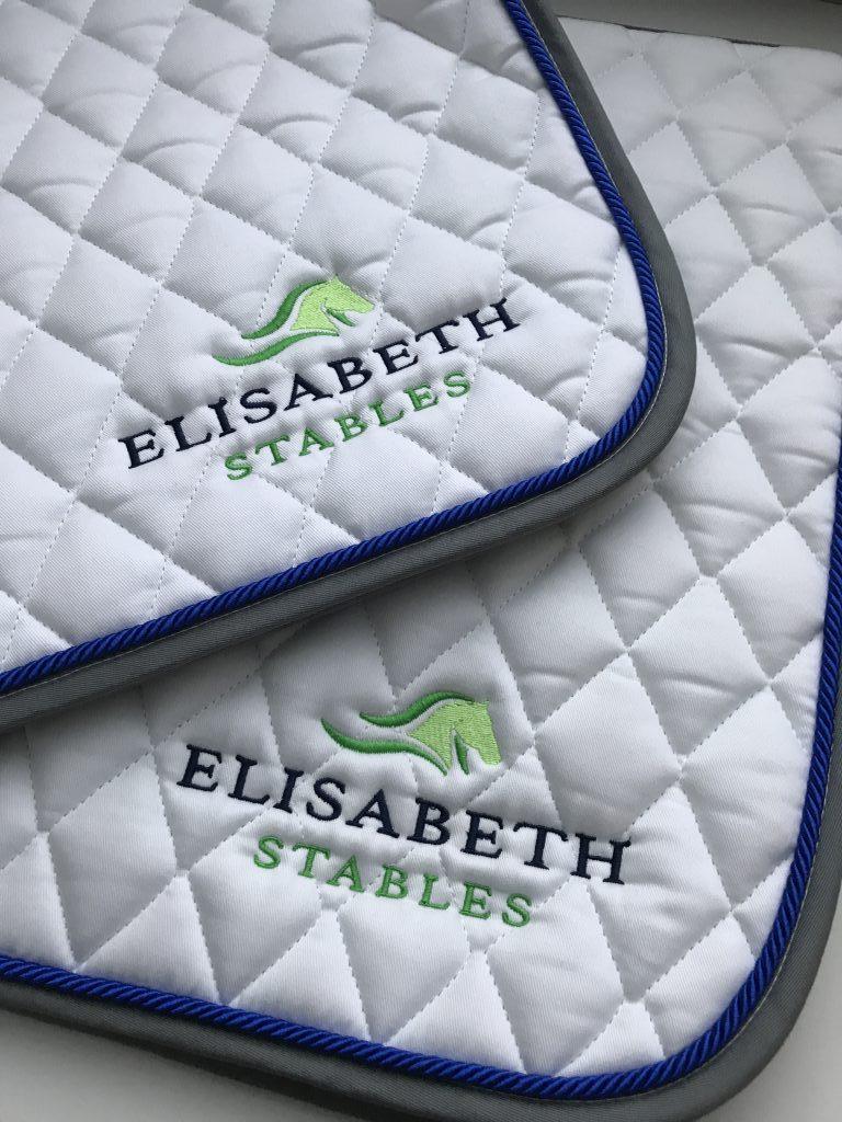 Equestrian sports, saddle pad with Elisabeth Stables logo, by ZijHaven3, borduurstudio Lemmer