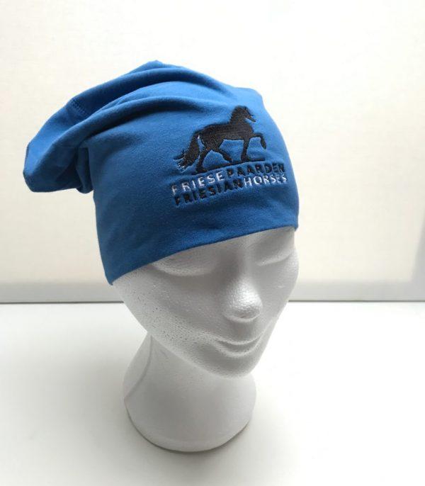 Paardensport, Muts sporty beanie, kobalt blauw, met logo Friese Paarden / Friesian Horses, van ZijHaven3, borduurstudio Lemmer
