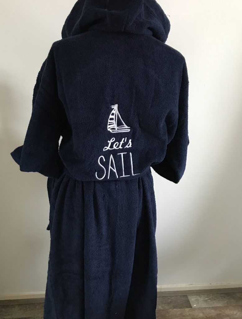 Gift idea, robe with watersport theme, by ZijHaven3, borduurstudio Lemmer