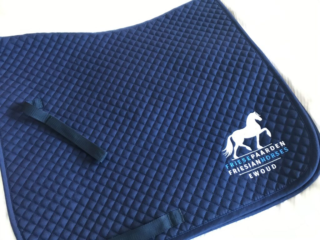 Saddle pad, navy, full dressage, with logo Friese Paarden / Friesian Horses, by ZijHaven3, borduurstudio Lemmer