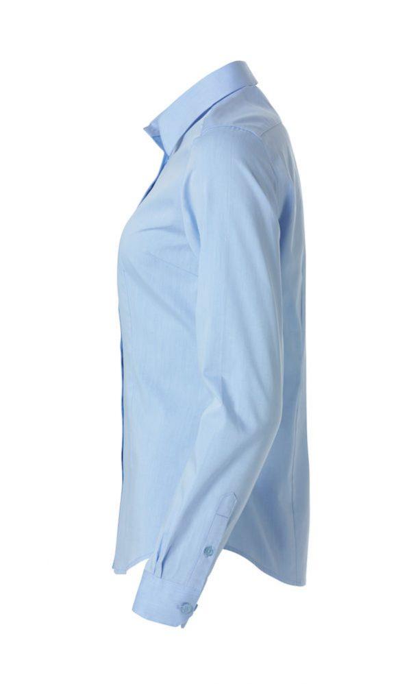 Dames shirt, licht blauw, linker zij aanzicht, met logo Fries Paarden / Frisian Horses door ZijHaven3, borduurstudio Lemmer