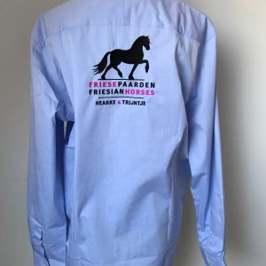Mans shirt, light blue, with logo Friese Paarden / Frisian Horses, by ZijHaven3, borduurstudio Lemmer