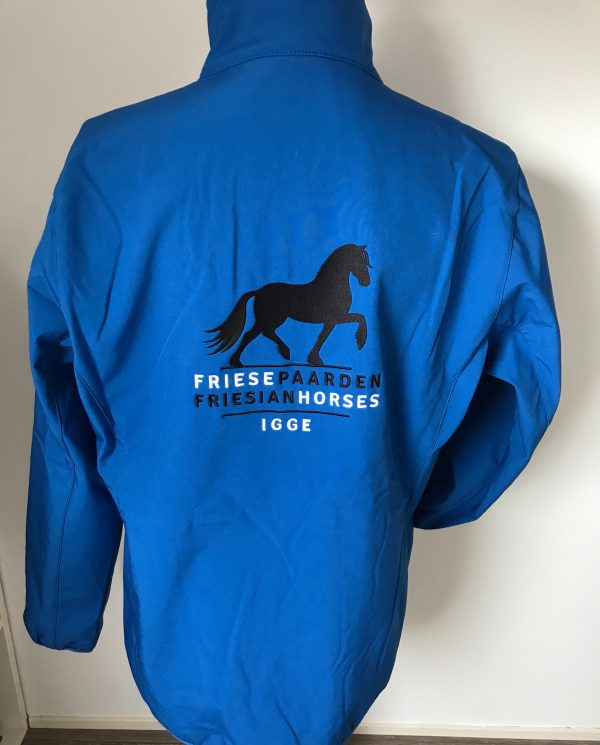 Softshell ladies jacket, cobalt blue, with Fries Paarden / Friesian Horses logo, by ZijHaven3, borduurstudio Lemmer