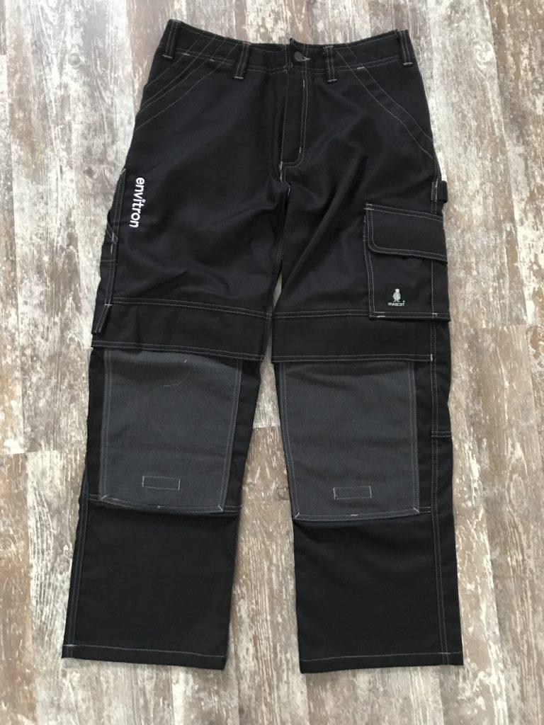 Bedrijfskleding, broek met logo, ZijHaven3 borduurstudio Lemmer