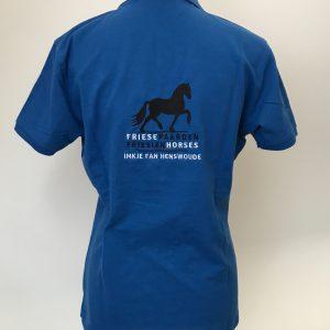 Poloshirt, dames, kobalt blauw, met logo Friese Paarden/Friesian Horses, door ZijHaven3 borduurstudio Lemmer