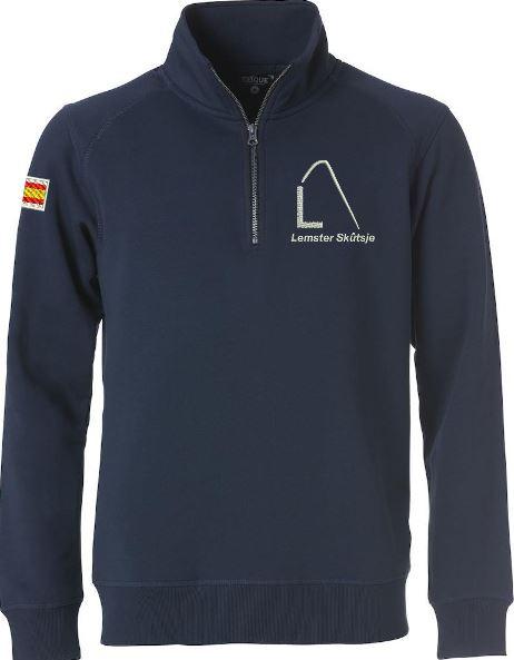 Moderne sweater met halve rits, unisex, navy, met logo Lemster Skûtsje, door ZijHaven3 borduurstudio Lemmer
