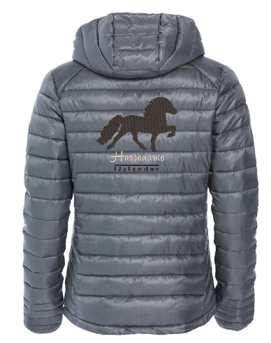 Personalised fitted quilted jacket, pistol, with logo Icelandic Horse embroidered on the back, by ZijHaven 3, borduurstudio Lemmer