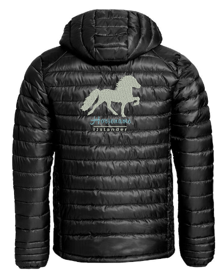 Personalised quilted jacket, man/uni, black, with logo Icelandic Horse embroidered on the back, by ZijHaven 3, borduurstudio Lemmer